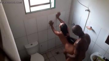 Follando con mi esposa en el baño