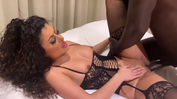 Porn interracial flaca follando por negro de verga gorda