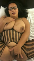 Gordita de coño grande masturbandose para su novio